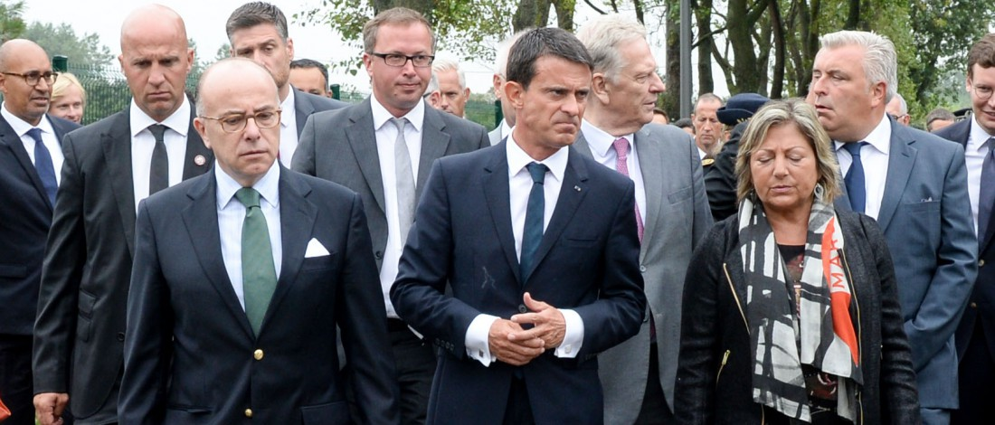"French Prime Minister Manuel Valls (C) and French Interior Minister Bernard Cazeneuve (L) arrive in Calais, northern France, on August 31, 2015. Valls was set to meet EU officials in the refugee pinch point of Calais today as increasingly urgent efforts to deal with migration into Europe exposed divisions across the continent. France is expecting several million euros more in aid from Brussels, a government source said, to help deal with the thousands of migrants and refugees camped out in ""The Jungle"" around the northern port, hoping to reach Britain. AFP PHOTO / POOL / DENIS CHARLET"